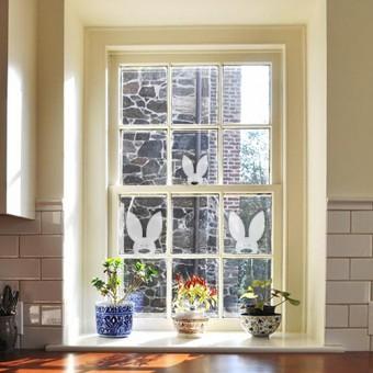 Dekorativna nalepka za steklo - radovedni zajčki